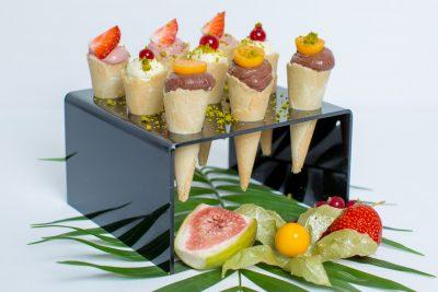 Süße Mini Waffeln gefüllt mit Mousse oder Creme